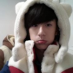 Minwoo is the most beautiful member hands sown, i mean who could resist this face