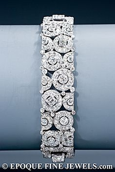 1928  Cartier - A magnificent Art Deco diamond bracelet