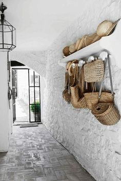 A rustic Italian cottage. Hand bags and hats Photography by Kristian Septimius/House of Pictures. Italian Cottage, Italian Home, Italian Country Decor, Rustic Cottage, Country French, Country Charm, Italian Interior Design, Interior And Exterior, Contemporary Interior