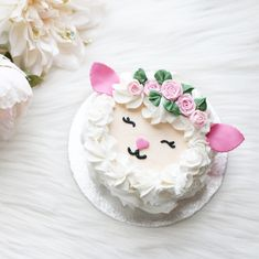 Spring is here but it\u0027s snowing today ❄️This little lamb cake is an easy  Easter or spring bake using @wiltoncakes 1M tip to make\u2026