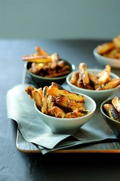 Allumettes au parmesan et au pavot // French fries with pamesan and poppy seeds Gourmet Recipes, Appetizer Recipes, Snack Recipes, Snacks, Appetizers, Nibbles For Party, French Food, Food Plating, Food Inspiration