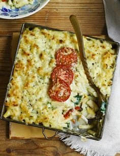 Smoked haddock macaroni cheese - This fish macaroni cheese is a delicious alternative to the classic favourite. The perfect comfort food for Autumn. Shellfish Recipes, Seafood Recipes, Cooking Recipes, Pasta Recipes, Healthy Recipes, Cheese Recipes, Fish Dishes, Pasta Dishes, Pasta Sauces