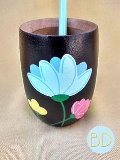 Ceramic Boxes, Plastic Bottle Crafts, Decoupage Vintage, Oil Bottle, Painted Pots, Hand Painted Ceramics, Flower Decorations, Diy Art, Flower Pots