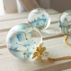 Resin Jewelry, Jewelry Crafts, Diy Resin Crafts, Resin Art, Uv Resin, Resin Flowers, Fantasy Jewelry, Diy Necklace, Cute Jewelry