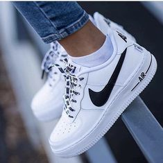 finest selection 29e69 54ce9 Nike Airforce Sneakers of the Month - Pose   Repeat aime si tu trouve  qu elle son fresh