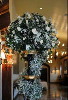 Decoración de columnas para recepción de bodas.   Realizado por Flower Market  Www.facebook.com/flowerMarket