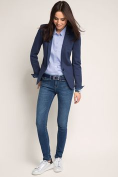 Dear stylist: I need a fitted blazer for tall women with long arms. Usually blazer arm lengths are too short. - 36 The Best Blazer Outfits Ideas For Women Best Blazer, Look Blazer, Blazer With Jeans, Women's Jeans, Blazer Dress, Fall Blazer, Womens Blazer And Jeans, Navy Blazer Outfits, Sleevless Blazer