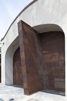 La C.A.V. (Costruzioni Arsenale di Venezia) si fa casa in un bunker. Lo studio di Alberto Cecchetto...