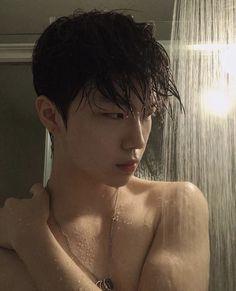 Discover recipes, home ideas, style inspiration and other ideas to try. Korean Boys Hot, Korean Boys Ulzzang, Ulzzang Girl, Korean Girl, Cute Asian Guys, Asian Boys, Cute Guys, Ullzang Boys, Hot Boys