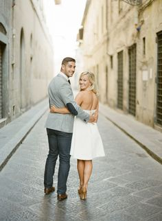 Sunrise engagement shoot: http://www.stylemepretty.com/2016/09/13/florence-italy-engagement-session/ Photography: KT Merry - https://www.ktmerry.com/