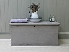 Love the colour of this chest