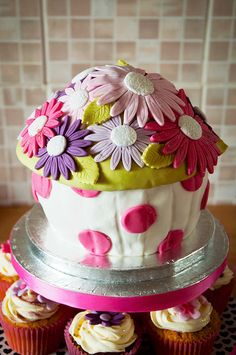 pretty & flowery giant cupcake with smaller cupcakes underneath