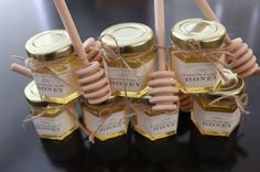"""what will it bee?"" Baby shower Reveal (Honey jar favors)...for one of my gayles, cute idea!"