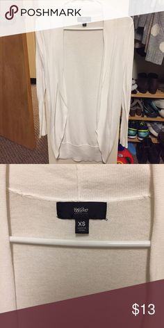 White Mossimo cardigan EUC  $7 you buy 3 or more items. All items discounted when you purchase 3 or more items. Shipping calculated by size/weight. Fast shipping! No trades or free shipping requests please.  Size xsmall Sweaters Cardigans