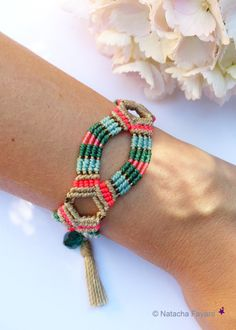Micro macrame boho bohemian chic bracelet turquoise blue green emerald linen neon pink tassel charms french jewelry designer made in France Macrame Bracelets, Handmade Bracelets, Handmade Fabric Purses, Micro Macramé, Bracelet Designs, Bead Weaving, Jewelry Crafts, Seed Beads, Glass Beads