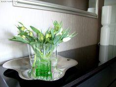 Kirkas Aalto-maljakko - Black + White = Grey | Lily.fi Iittala Lantern / Iittala Aalto Alvar Aalto, Lily, Vase, Black And White, Plants, Design, Home Decor, Style, Swag