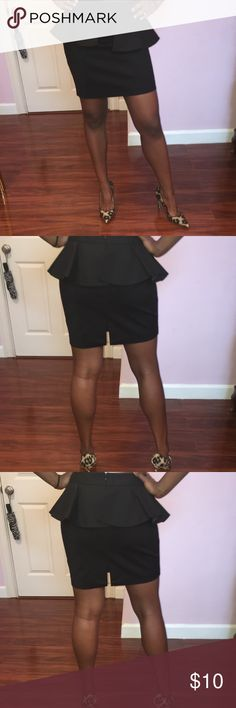 Black peplum pencil skirt Black peplum pencil skirt. Perfect for business casual or just for a night out! Peplum detailing around the waist Forever 21 Skirts Pencil