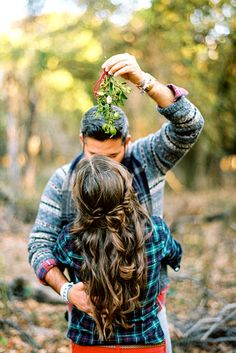 Winter Engagement Photos To Warm Your Heart ❤ See more: http://www.weddingforward.com/winter-engagement-photos/ #weddings