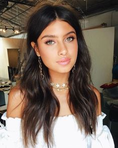 Summer Makeup Tips for Women with Oily Facial Skin - My Makeup Ideas Cool Hairstyle, Hairstyle Curly, Pretty Hairstyles, Hairstyles 2018, Beauty Make-up, Beauty Hacks, Hair Beauty, Medium Hair Styles, Long Hair Styles