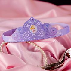 Every little princess needs her own crown! Help your little girl cut and glue this adorable paper craft so she can feel just like Cinderella.