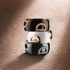 D.Icon - a small D in yellow or white gold is set on the ceramic (white, brown or black), in two different ways: with one single diamond or in full pavé