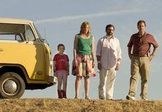 Litle Miss Sunshine - Olive (Abigail Breslin), Sheryl Hoover (Toni Collette), Frank Hoover (Steve Carell) e Richard Hoover (Greg Kinnear)