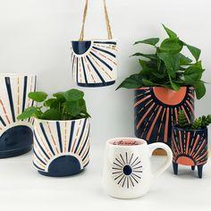 Pots D'argile, Clay Pots, Diy Ideas, Decor Ideas, Bullet Journal Books, Indoor Planters, Painted Pots, Terracotta Pots, Plant Holders