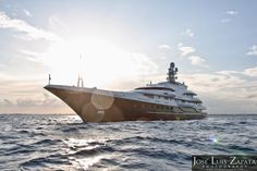 Bill Gates vacations in Belize on board the Attessa IV
