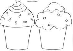 12 cupcakes , uno per ogni mese, disposti su un' alzata... e per ogni mese, i nomi dei bambini  che compiono gli anni scritti su un bigl...