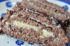 Den roulade du nu skal høre om, er intet mindre end verdens bedste og lækreste! Og endnu bedre: Den tager under en halv time at lave, alt inklusiv. Den lækkersultne teenagedatter har plaget hele weekenden om chokoladeroulade. Hun afslørede, at hun havde drømt om den længe og Cook N, Bread Cake, Chocolate Cake, Oreo, Banana Bread, Tart, Almond, Food And Drink, Sweets