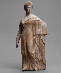 A woman, Hellenistic statuette (terracotta), 3rd century BC, (Musée du Louvre, Paris).