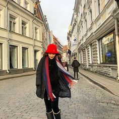 Layering is all you need to be able to brave the winter season. Click the link in bio to see outfit combinations that would guarantee the chicest travel  Photo via Star Fashion, Fashion Show, Women's Fashion, Heart Evangelista, Megan Young, Stunning Brunette, Travel Ootd, Travel Outfits, Purple Pants