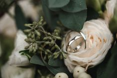 Wedding Style Shooting wedding ring bridal couple Wedding Planner: One Day Photographer: Hannah & René Wedding Shoot, Wedding Couples, Wedding Rings, Wedding Styles, Wedding Planner, Bridal, Green, Vintage, Wedding Anniversary
