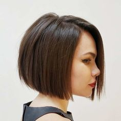 Bob Hairstyles Discover 50 Blunt Cuts and Blunt Bobs That Are Dominating in 2020 - Hair Adviser If youre looking for a trendy blunt cut to try out think about going for one of these 50 MOST WANTED blunt cut bob versions medium and long hairstyles. Haircuts Straight Hair, Bob Hairstyles For Fine Hair, Layered Bob Hairstyles, Short Bob Haircuts, Haircut Thin Fine Hair, Bobbed Haircuts, Top Hairstyles, Celebrity Hairstyles, Hair Colors