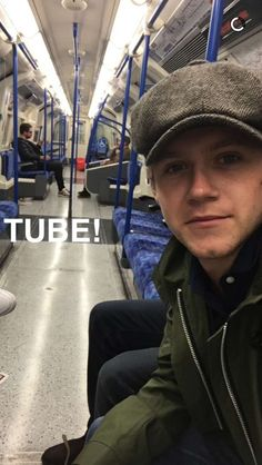 HOWS HE ON THE TUBE SO CASUALLY AND NO ONE IS SAYING ANYTBING UR NIALL HORAN