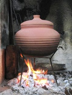 Open Fire Cooking, Bean Pot, Happy Kitchen, Fire Clay, Clay Pots, Outdoor Cooking, Earthenware, Pottery, Eastern Travel