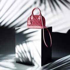 Louis Vuitton Women's Summer Collection launches Saturday 16th April at Dover Street Market Ginza 3F @louisvuitton ©LOUIS VUITTON MALLETIER