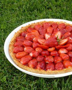 Tarte pommes fraises (sans pâte) - Chez Vanda Dessert Ig Bas, Dessert Light, Chez Vanda, Cake Factory, Ww Desserts, Gluten Free Diet, Biscuits, Strawberry, Sweets