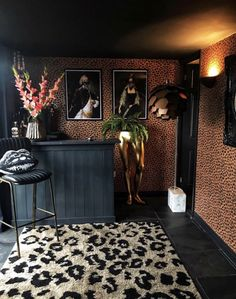 Every Room in a Barn-Turned-Home Is Dark, Bold, and Spectacularly Sassy - Dark Wall Color Decor Inspiration Maximal Home Photos Quirky Decor, Eclectic Decor, Colorful Decor, Deco Spa, Gouts Et Couleurs, Design Apartment, Apartment Therapy, Home Interior, Interior Design