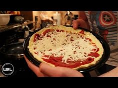 Low-Carb Bodybuilding Breakfast Pizza Video Recipes - World Food & Recipes Whey Protein Recipes, Protein Foods, Low Carb Recipes, Healthy Recipes, Lean Protein, Bodybuilding Breakfast, Bodybuilding Recipes, Breakfast Pizza, Low Carb Breakfast