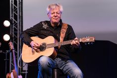 Tommy Emmanuel - Steve Hilliar Photography