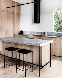 Kitchen Interior Design Remodeling inventive round vent hood on apartment 34 Home Interior, Interior Design Kitchen, Modern Interior Design, Country Interior, Luxury Interior, Interior Decorating, Grey Kitchens, Home Kitchens, Minimalist Kitchen