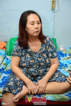"""Hoàng Lan hoàn toàn suy sụp khi biết sắp bị mù - http://www.iviteen.com/hoang-lan-hoan-toan-suy-sup-khi-biet-sap-bi-mu/ Hơn một năm nay, nữ diễn viên """"Cổng mặt trời"""" sống với niềm hy vọng trở lại được đứng trên sân khấu nhưng biến cố mới làm chị sụp đổ. (22)  #iviteen #newgenearation #ivietteen #toivietteen  Kênh Blog - Mạng xã hội giải trí hàng đầu cho giới trẻ Việt.  www.ivit"""