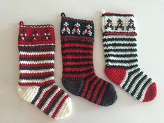 Crochet Pattern - Christmas Stocking by Tiaramendous on Etsy http://etsy.me/1R5xjuA 720 ×540 pixels  Jeg har hæklet dem i dobbelt akrylgarn på pind 5,5. Bredde: 17 cm Længde til hæl: 34 Længde på skrå fra top til tå: 45 cm