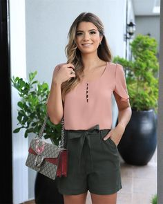 50 Fashion, I Love Fashion, Cool Outfits, Casual Outfits, Fashionable Outfits, Short Tops, Casual Street Style, Blouse Designs, Casual Looks
