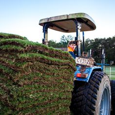 #fresh #pallet of #nullarborcouch  at #twinviewturf on a #johndeere #tractor. #turffarm #turf #grass #newlawn #lawn #lawnsolutionsaustralia #nature #naturelovers #instapic #instagood #farm #photography #morning