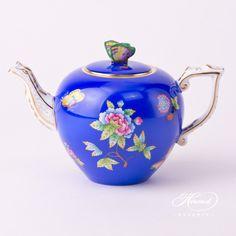 Tea Pot - Queen Victoria on Blue Background - Herend Experts
