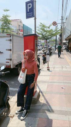 Modern Hijab Fashion, Street Hijab Fashion, Hijab Fashion Inspiration, Korean Fashion, Casual Hijab Outfit, Ootd Hijab, Casual Outfits, Casual Ootd, Indie Outfits