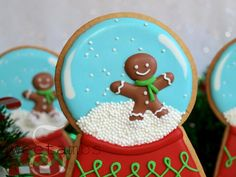 This snow globe cookie project is part of a collaboration with Elisa Strauss of Confetti Cakes.