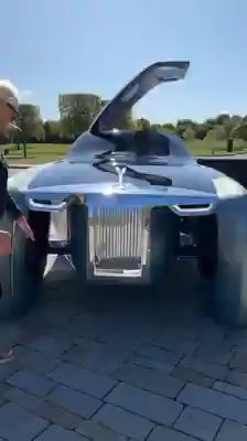This is the Rolls-Royce Motor Cars Vision from the year 🤩 Thoughts? Luxury Sports Cars, Top Luxury Cars, Sport Cars, Audi Sport, Fancy Cars, Cool Cars, Voiture Rolls Royce, Dream Cars, Auto Gif